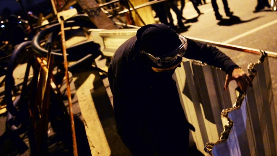 Black Bloc monta barricada na Marginal Pinheiros, em São Paulo