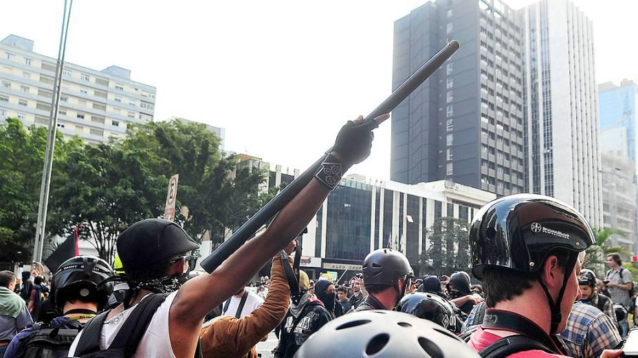 São Paulo - Integrantes do Black Bloc durante manifestação na avenida Paulista