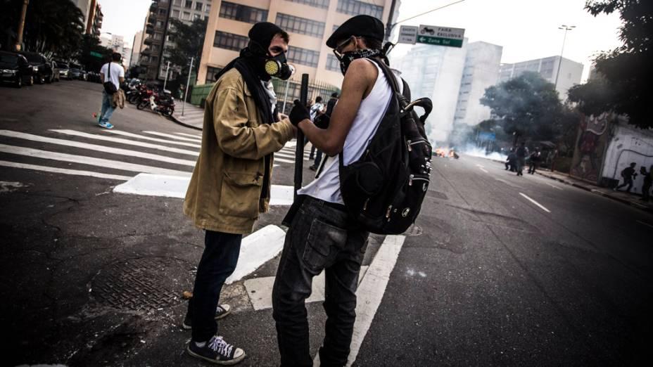 São Paulo - Integrantes do movimento Black Bloc realizam protesto no centro da cidade