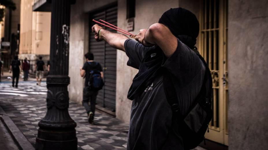 São Paulo - Integrantes do movimento Black Bloc entraram em confronto com a polícia durante protesto no centro da cidade