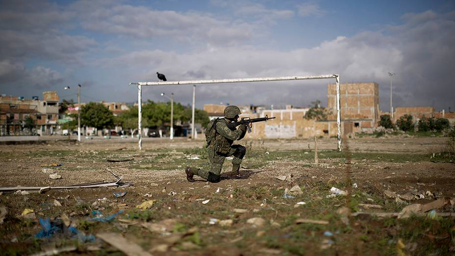 A operação com as tropas das Forças Armadas no controle das favelas do Complexo da Maré, importante reduto do tráfico de drogas no Rio de Janeiro, dá continuidade à ocupação realizada na semana passada pela polícia carioca