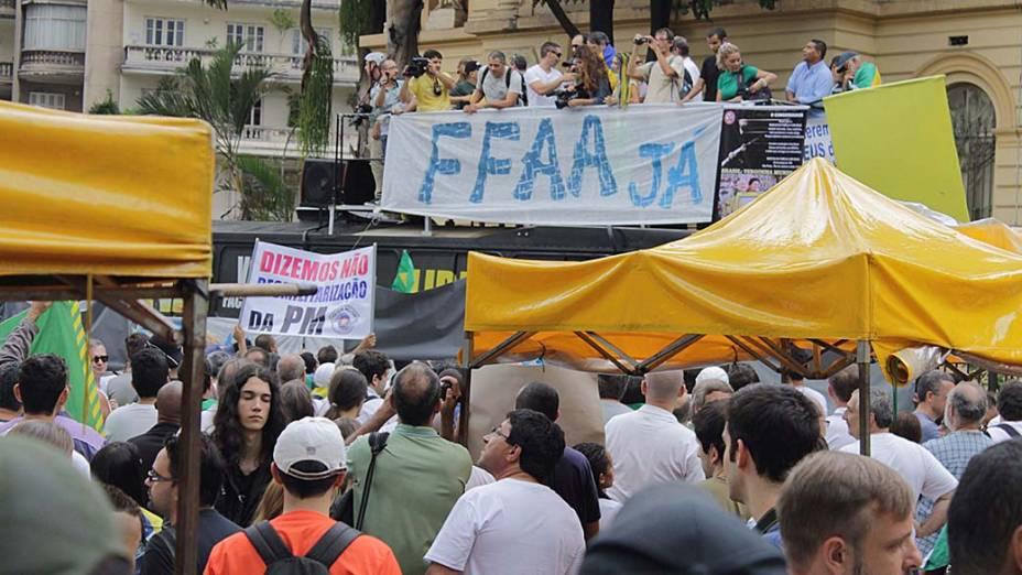 Grupos de extrema direita se reúnem em protesto no centro de São Paulo