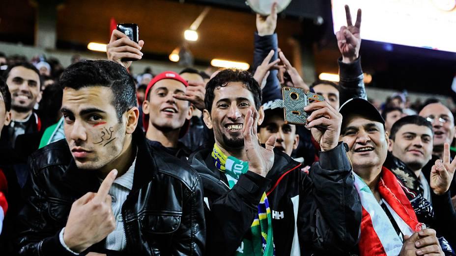 Torcedores acompanham o amistoso entre Brasil e Iraque, em Malmo, na Suécia