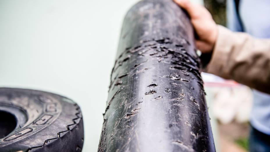 Objeto utilizado no Peca com marcas de mordida