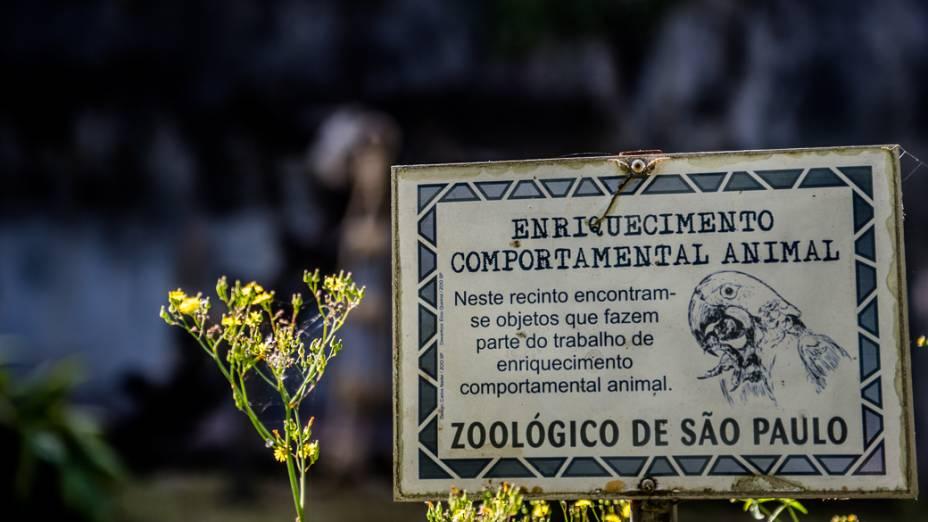 Placa do Programa de Enriquecimento Comportamental Animal do Zoo de São Paulo