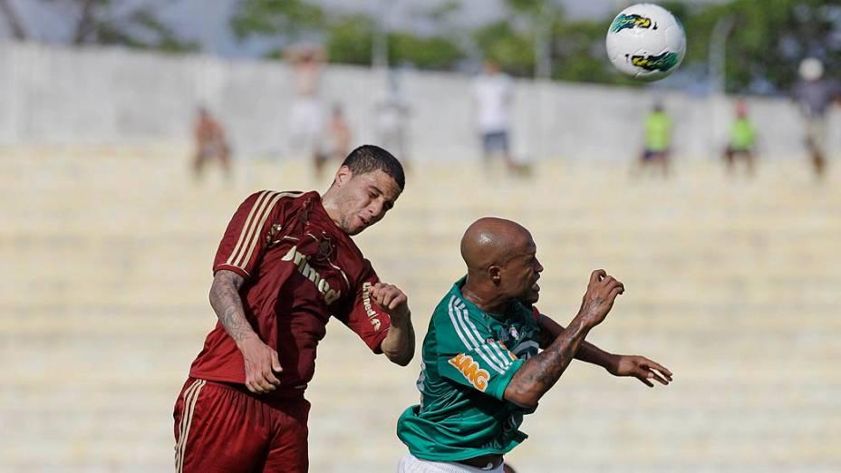 Bruno, do Fluminense e Marcos Assunção, do Palmeiras durante partida válida pelo Campeonato Brasileiro de Futebol 2012