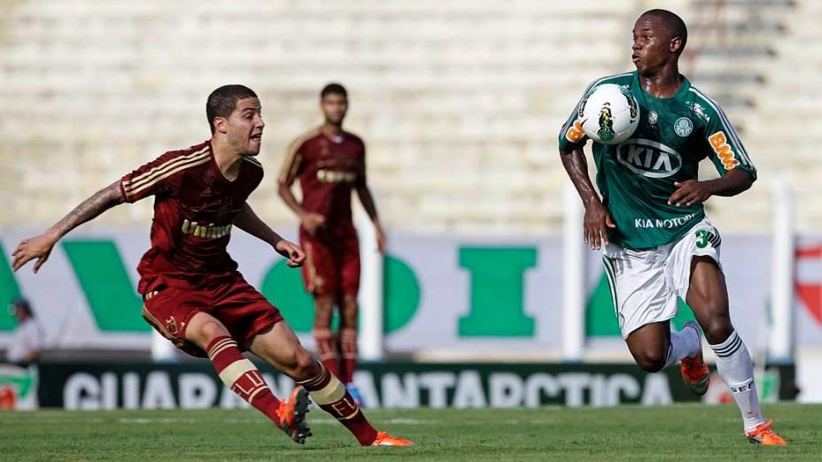 Bruno, do Fluminense e Patrik Vieira, do Palmeiras durante partida válida pelo Campeonato Brasileiro de Futebol 2012