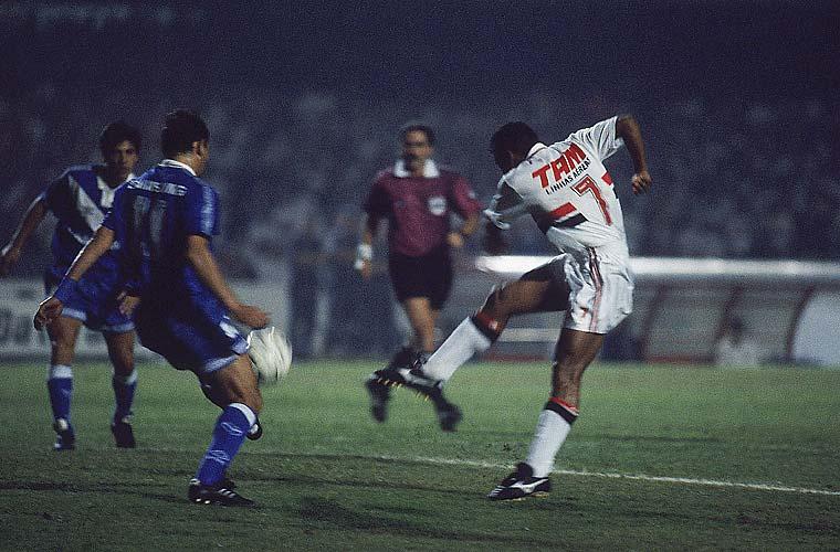 Em 1994, o São Paulo era bicampeão da Libertadores da América e disputou uma final pela quarta vez. Mas perdeu o titulo para o Vélez Sársfield, da Argentina.