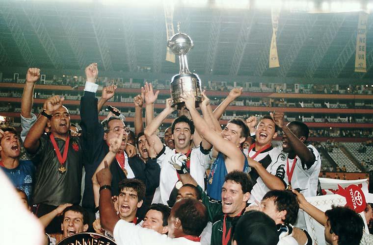 Vascaínos comemoram o título, em 1998.