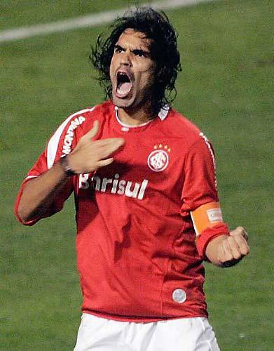 Em 2006, o Internacional venceu o São Paulo e conquistou a Libertadores. Acima, o atacante Fernandão.