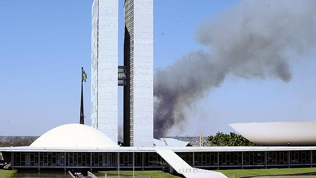 Incêndio atinge região próxima ao Congresso Nacional. Tempo seco e baixa umidade do ar provocam queimadas Cerrado