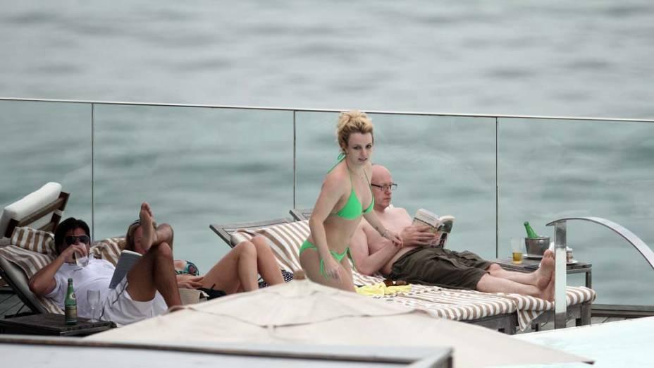 Britney Spears na piscina do hotel Fasano, no Rio de Janeiro