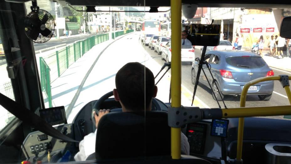 O BRT vence o congestionamento: corredor expresso tirou ônibus comuns da rua e deve reduzir os engarrafamentos