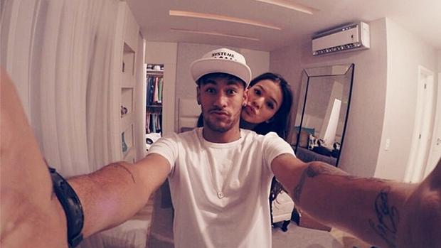 Bruna Marquezine posta foto com Neymar no  Dia dos Namorados