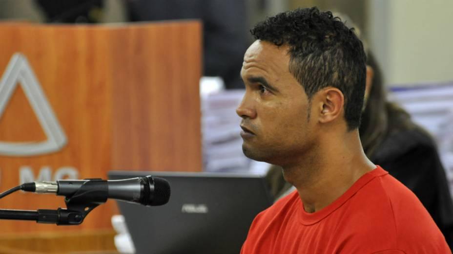 Goleiro Bruno chora em depoimento à juíza Marixa Fabiane