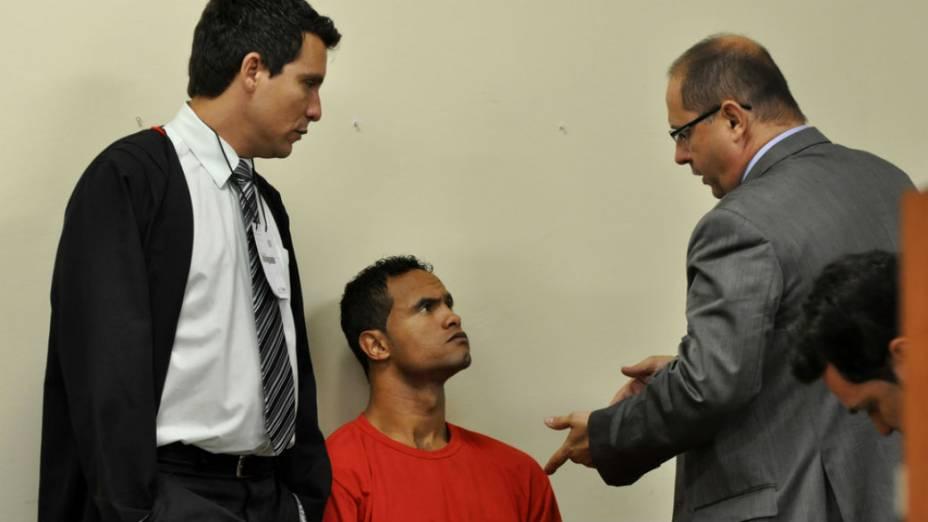 Goleiro Bruno ouve Ércio Quaresma, advogado de Bola, acusado de ser o executor de Eliza Samudio