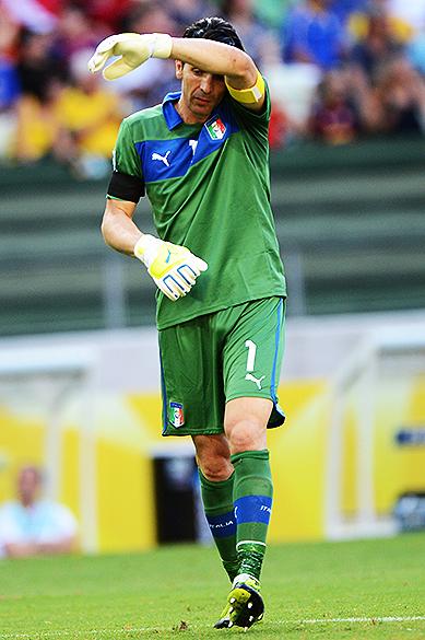 Buffon da Itália durante jogo na Copa das Confederações no Brasil