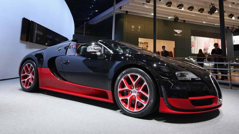 Bugatti Veyron Grand Sport Vitesse: motor de 16 cilindros, quatro turbos, potência de 1.200 cavalos, e velocidade máxima de 431 km/h