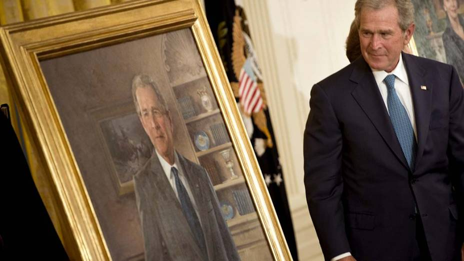 Bush e seu retrato na Casa Branca
