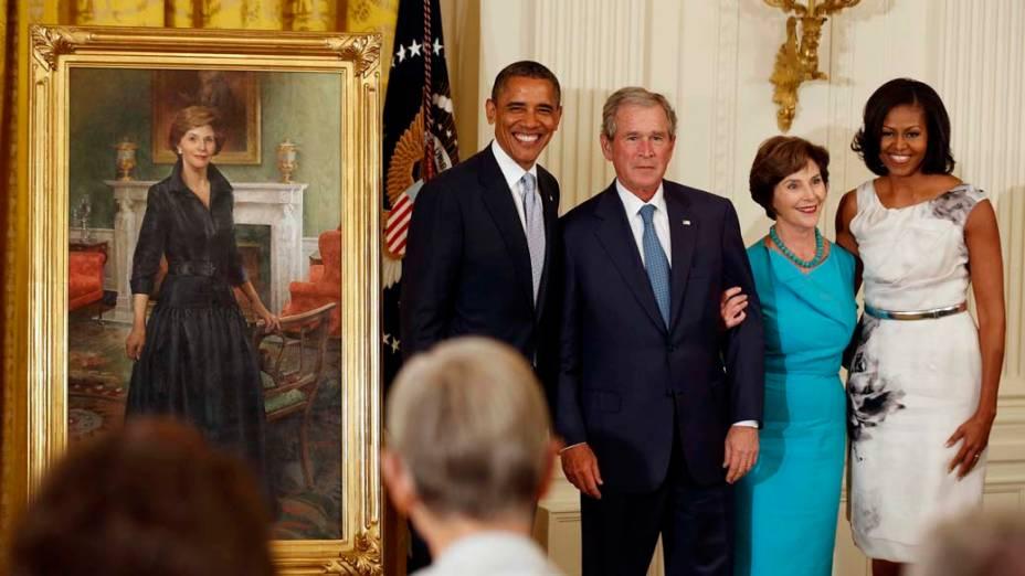 Obama, Bush, Laura Bush e Michelle Obama durante visita de Bush à Casa Branca