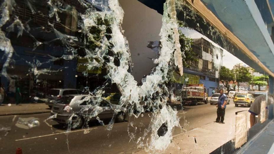 Na quarta-feira, dia 24 de novembro, cabine policial destruída em Benfica, no Rio de Janeiro