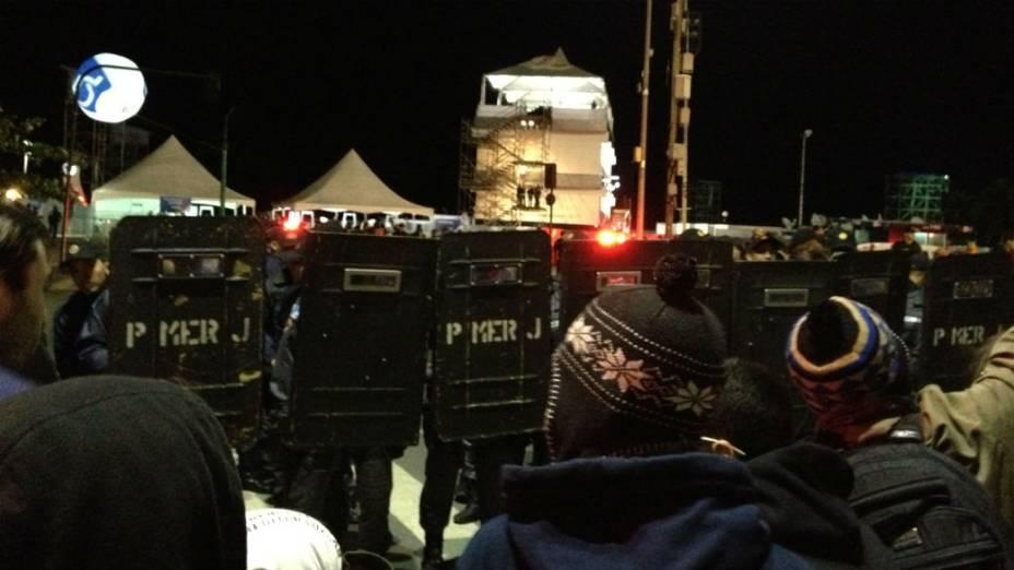 Manifestantes em Copacabana: grupo foi do Leblon a Copacabana, onde está montada a estrutura da Jornada Mundial da Juventude