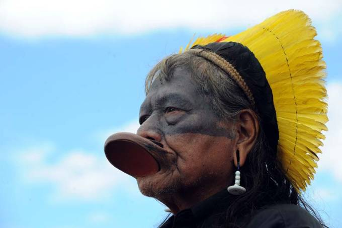 cacique-caiapos-protesto-brasilia-20110208-original.jpeg