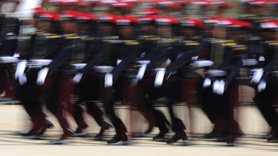 Cadetes marcham em uma cerimônia para a graduação de novos oficiais do exército no bairro central da ilha de Diyatalawa, Sri Lanka
