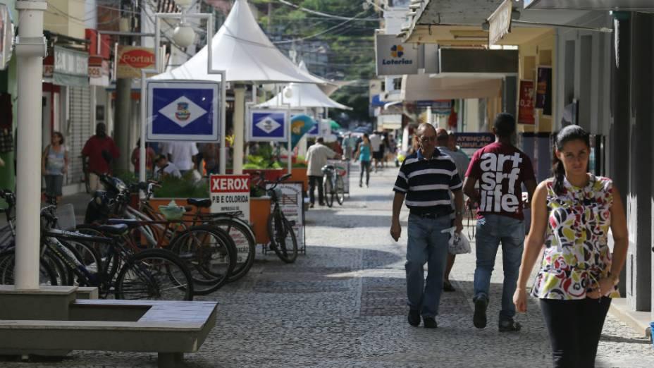 Calçadão de Itaocara, na Rua Nilo Peçanha, onde prefeito discursou contra vereadores