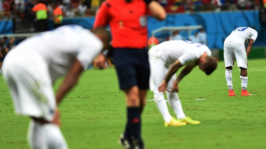 Jogadores sofreram com desidratação e câimbras na partida em que a Itália venceu a Inglaterra por 2 a 1, na noite deste sábado (14), na Arena Amazônia, em Manaus<br><br>