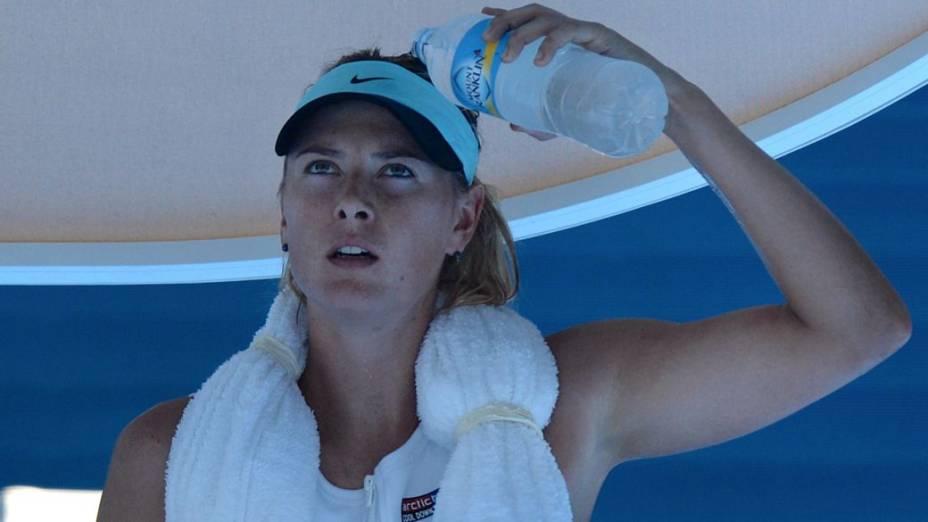 A russa Maria Sharapova sofre com o calor no Aberto da Austrália