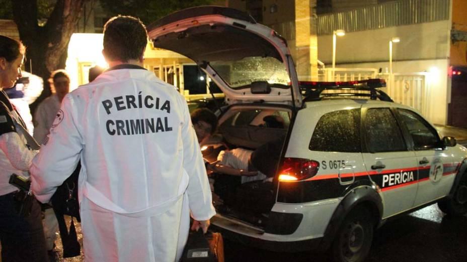 Policiais realizaram perícia no apartamento do empresário Marcos Kitano Matsunaga, em São Paulo