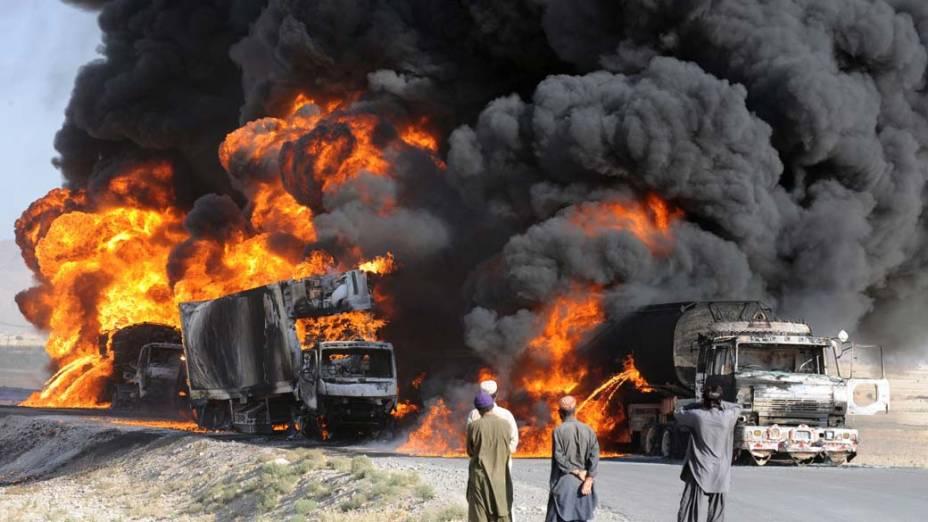Caminhões de suprimentos para as tropas da Otan no Afeganistão são atacados por militantes nos arredores de Quetta, no Paquistão