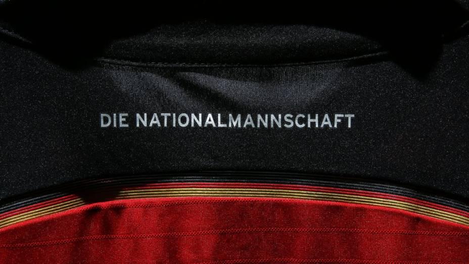 A camisa reserva da seleção alemã inspirada no Flamengo