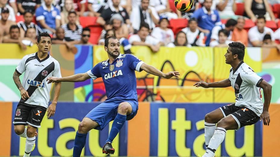 Danilo durante partida entre Vasco x Corinthians