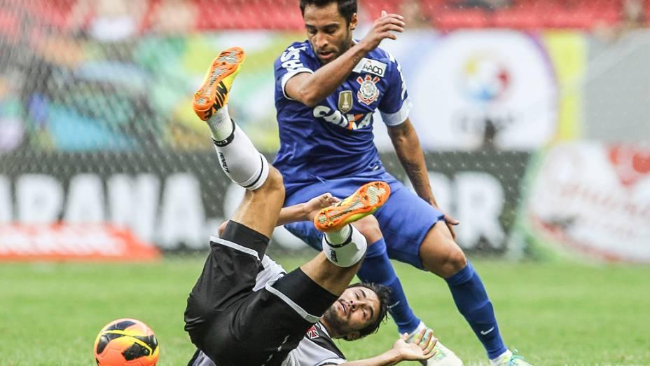 Ibson (em pé) durante partida entre Vasco x Corinthians, válida pelo Campeonato Brasileiro
