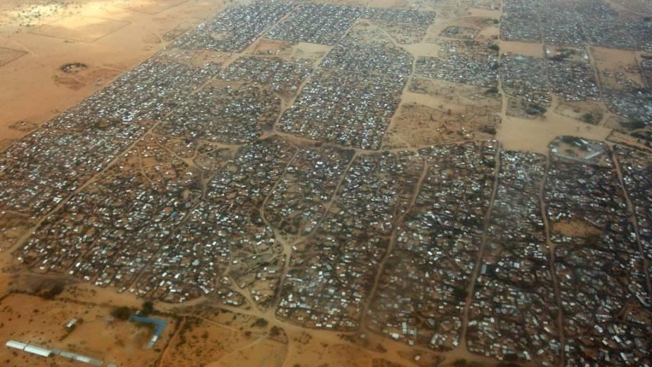 Vista aérea do acampamento Dagahaley no campo de refugiados de Dadaab, Quênia