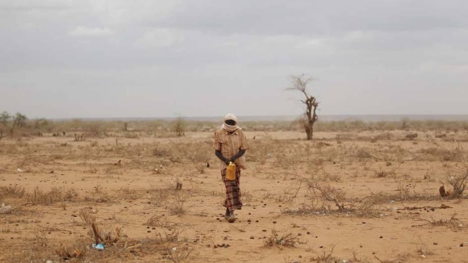 Refugiado em Dagahaley, no campo de refugiados de Dadaab, Quênia
