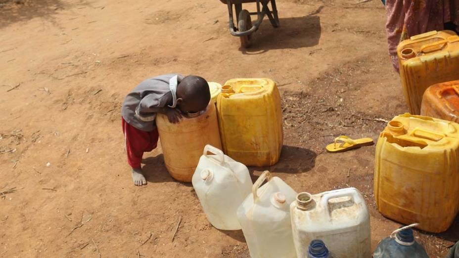 Criança no acampamento Ifo, no campo de refugiados de Dadaab, Quênia