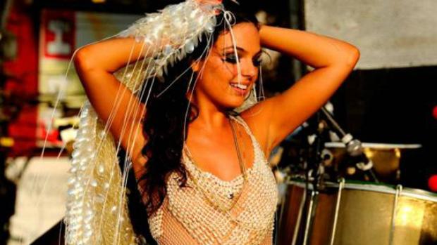 A atriz Isis Valverde vai viver uma cantora de axé em nova minissérie da Globo