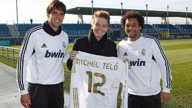 Michel Teló visita os jogadores do Real Madrid em viagem à Espanha