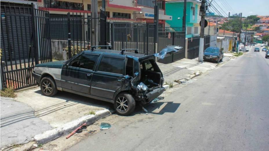 Cantor Renner foi detido pela Polícia por dirigir embriagado e bater seu BMW em um Fiat Uno