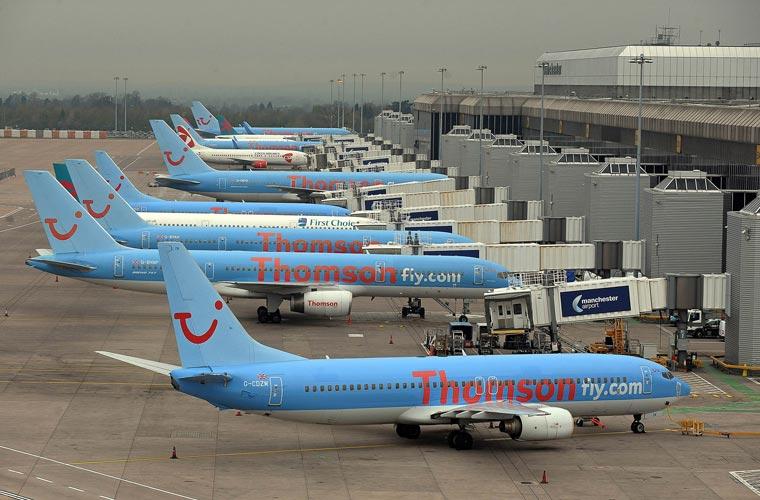 Aviões impossibilitados de decolar, em Manchester, na Inglaterra.