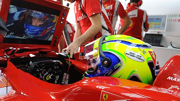 Capacete de Felipe Massa com homenagem a Gustavo Sondermann