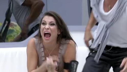 Kamilla comemora permanência da casa do Big Brother Brasil