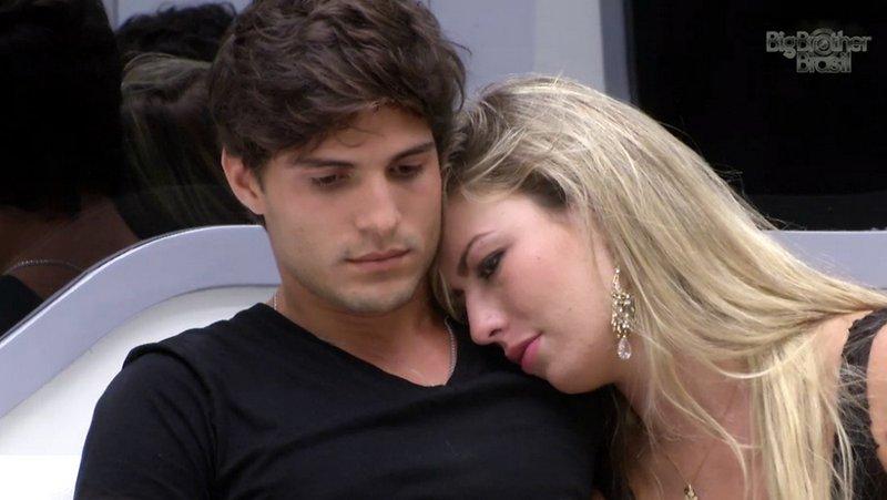 Fernanda e André têm encontro marcado no paredão