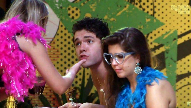 Nasser pediu atenção à namorada, mas foi trocado pela jukebox