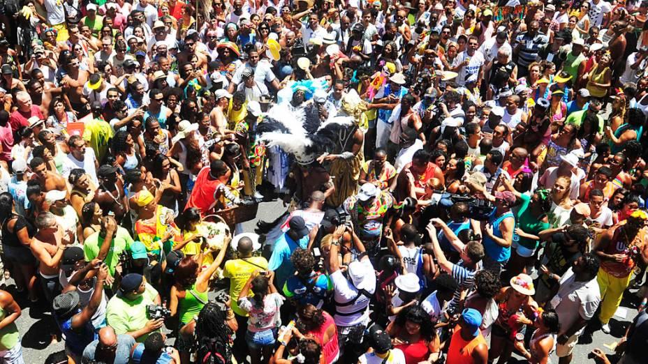 Público comemora a chegada de Carlinhos Brown na estreia do bloco Afródromo