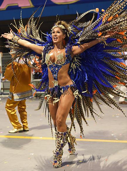 Lívia Andrade, rainha da bateria da Nenê de Vila Matilde