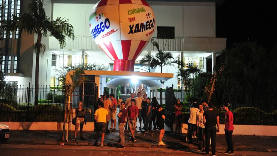 Pelo menos 16 pessoas ficaram feridas em uma festa de carnaval nesta madrugada em Santa Maria